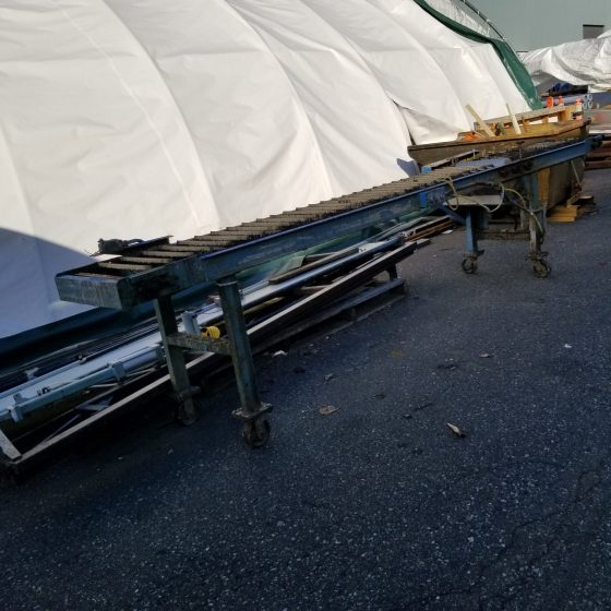 Conveyer with Glue Applicator